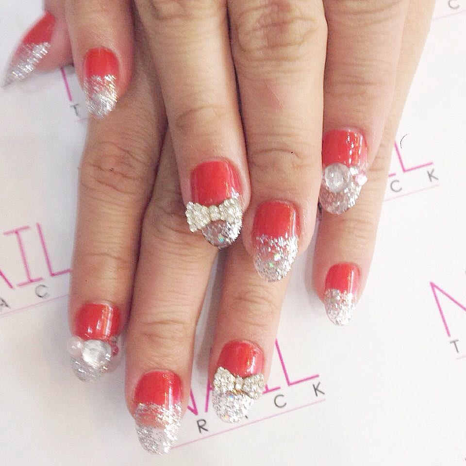 40+ Awesome Christmas Nail Art To Glam Your Party
