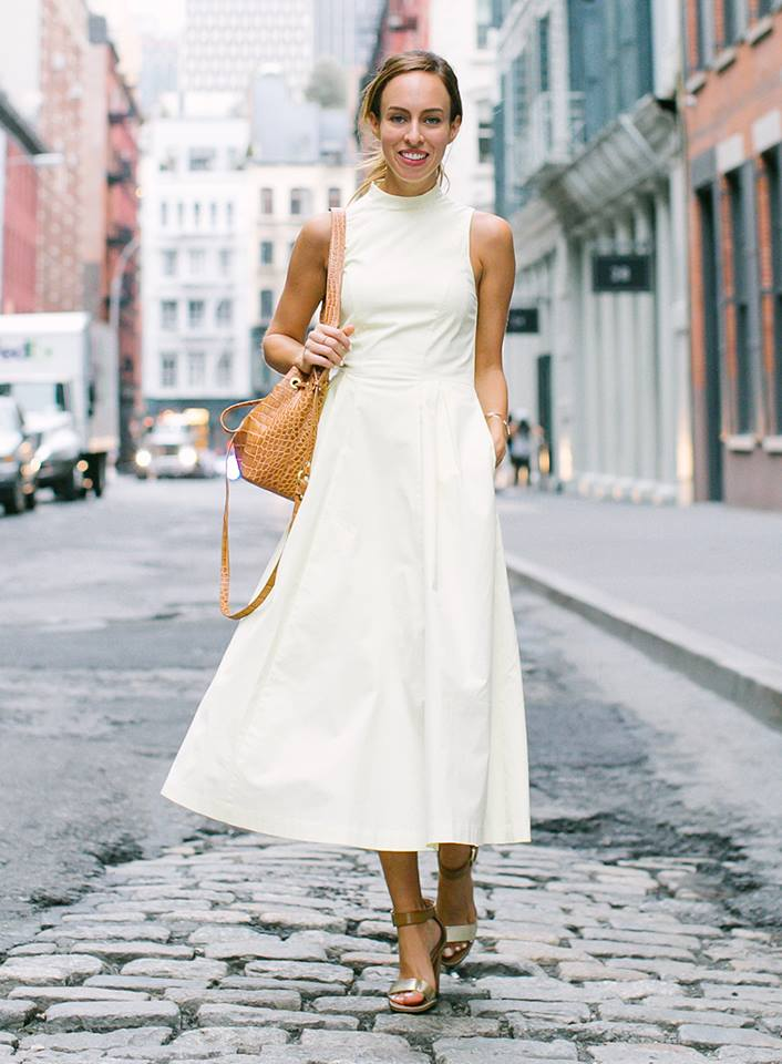Adorable Office Outfit For Summer Days With Beautiful Handbag