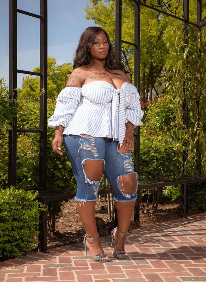 Dazzling Off Shoulder Top With Distressed Capri
