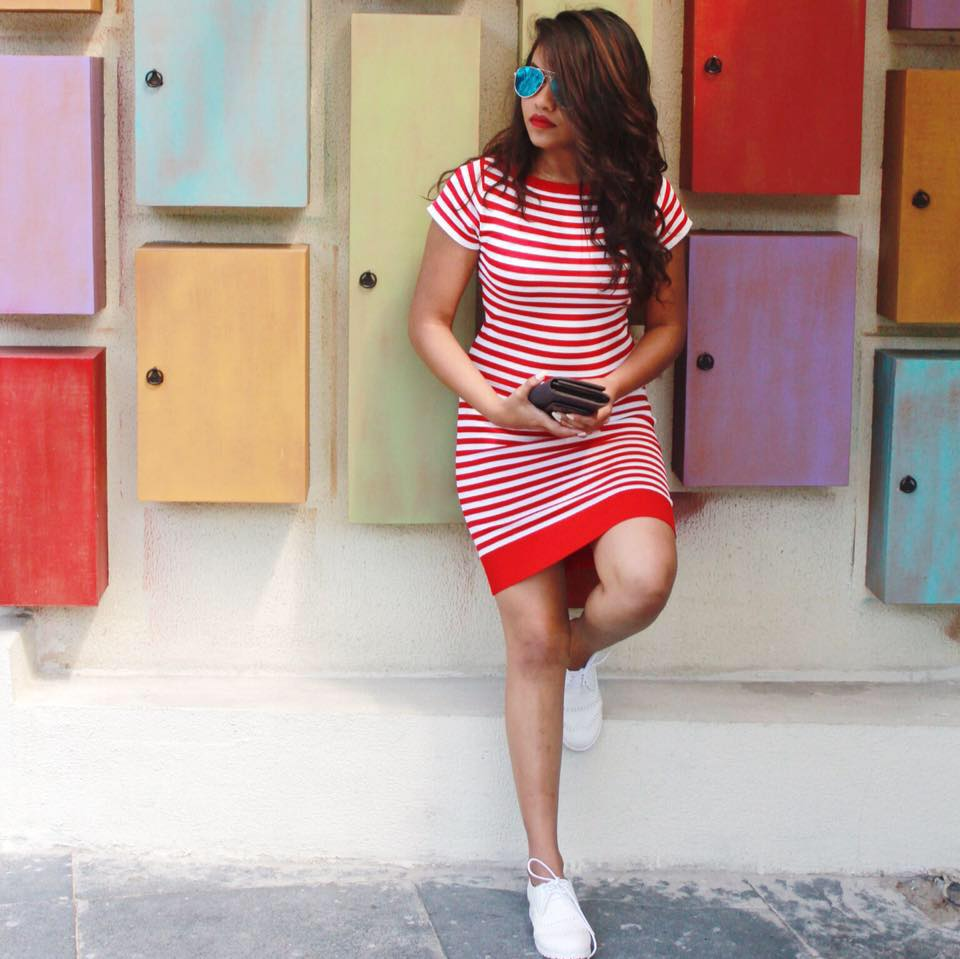 Elegant Stripes Midi With White Sneakers