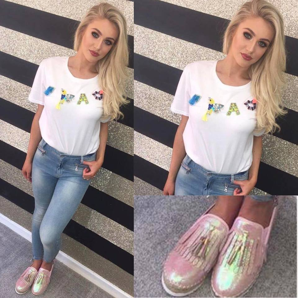 Eye-Catching Summer Outfit With Pink Glittery Sneakers