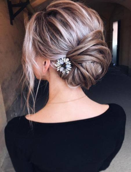 Modish Low Bun Hairs For Valentine's Day