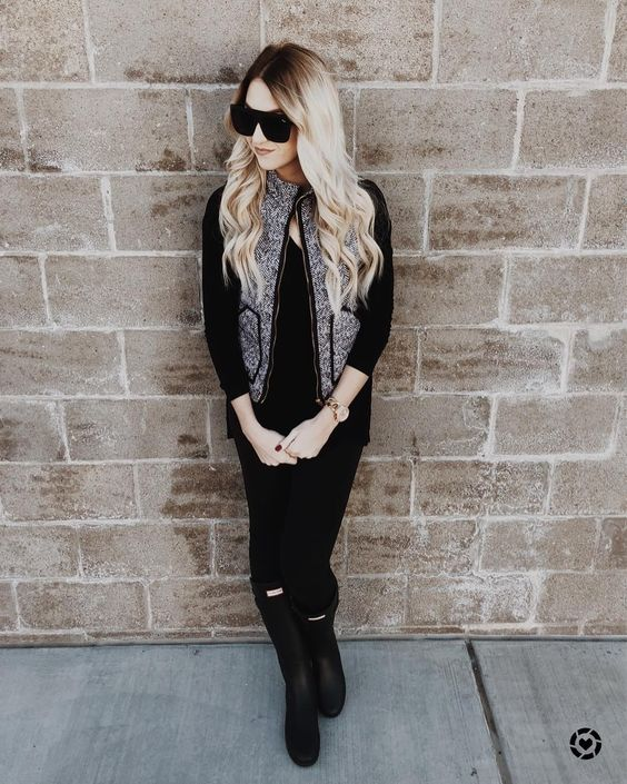 Amazing Black Outfit With Half Sleeves Jacket And Knee Shoes
