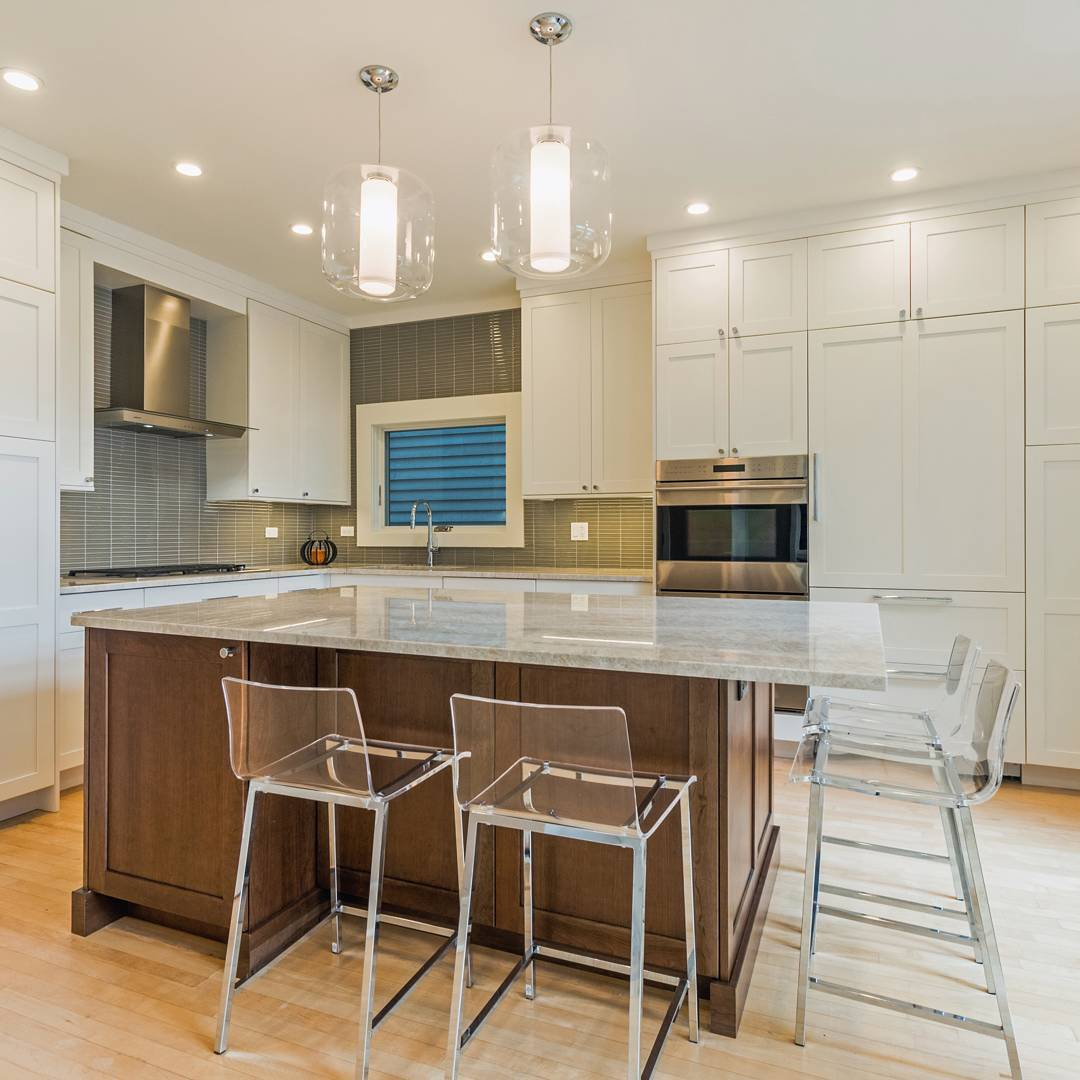Bright And Spacious Contemporary Kitchen