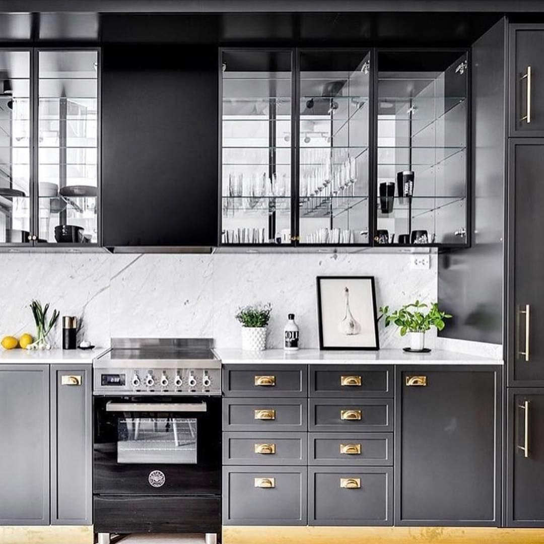 Chic Dark Contemporary Kitchen Idea