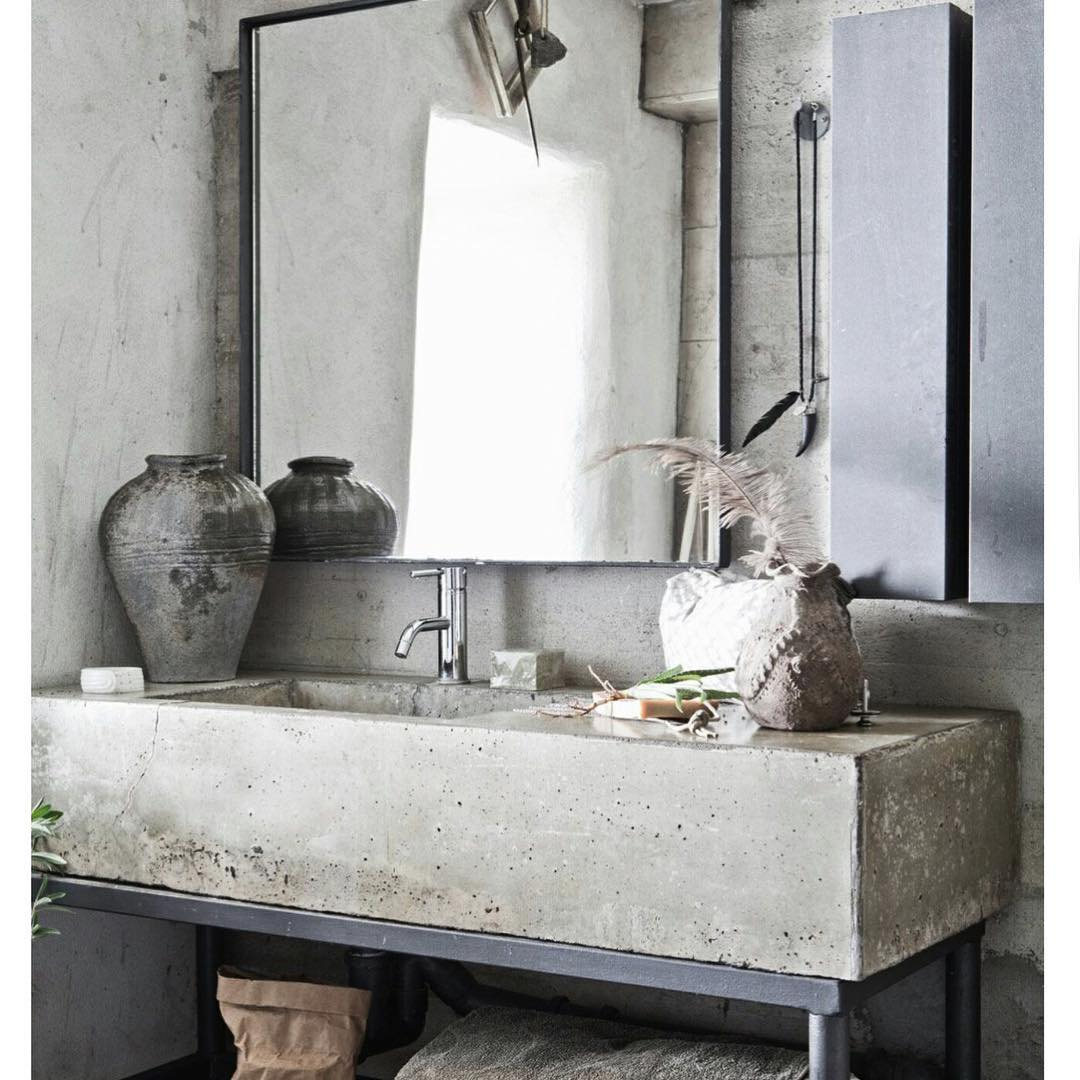 Concrete Sink Looks Gorgeous In Rustic Bathroom