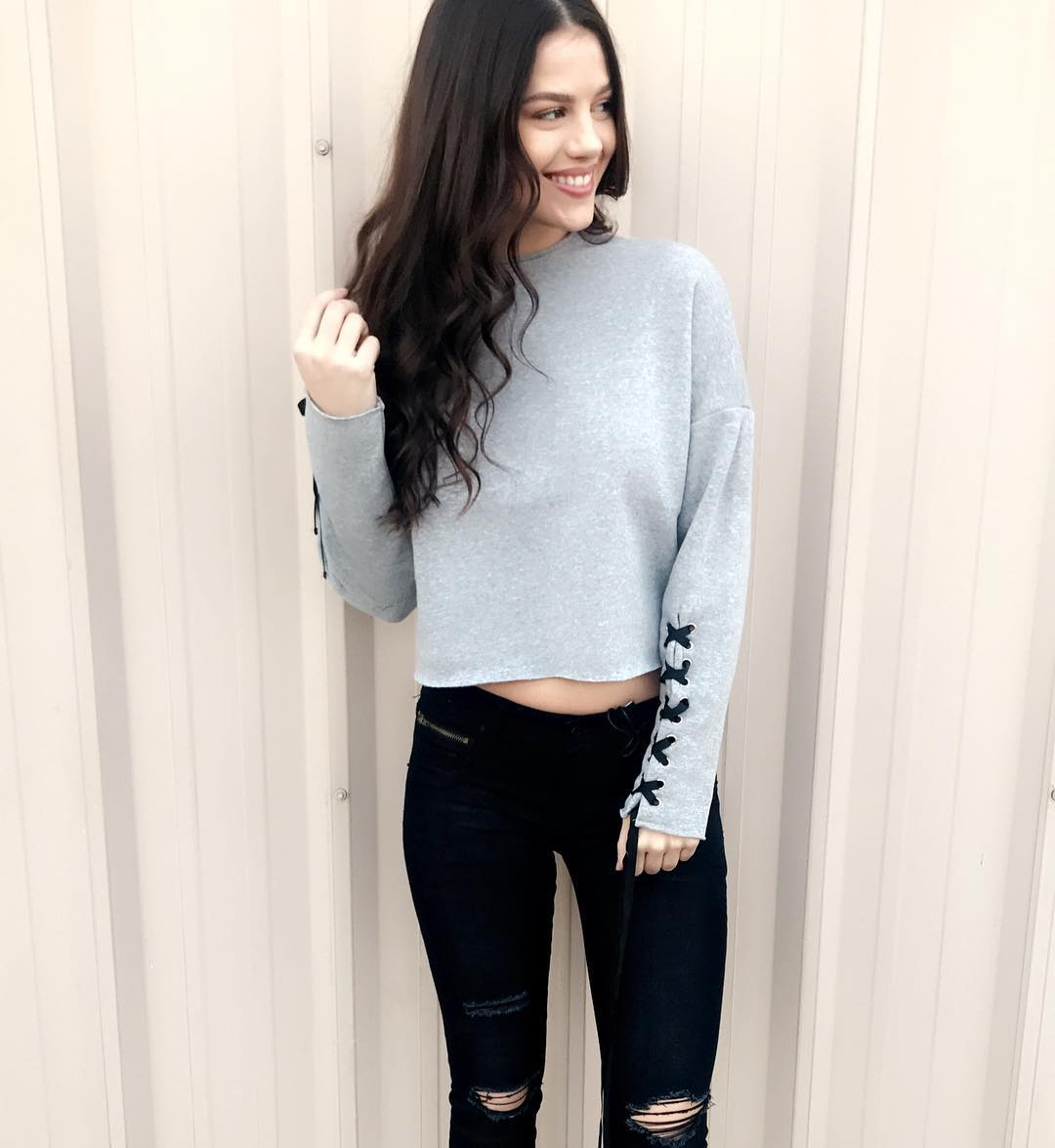 Cropped Grey Pullover With Black Ripped Jeans