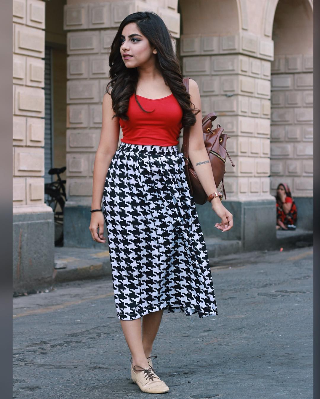Dazzling Skirt With Red Top
