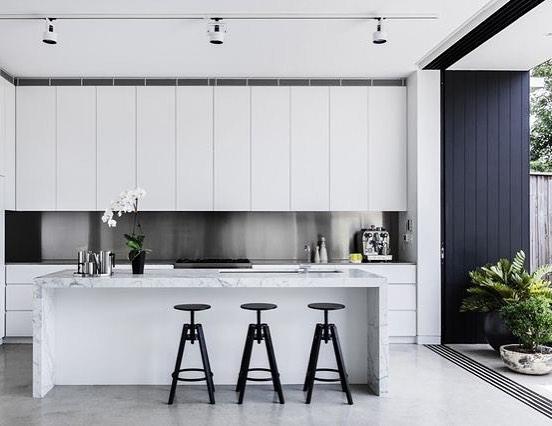 Impressive Black & White Kitchen