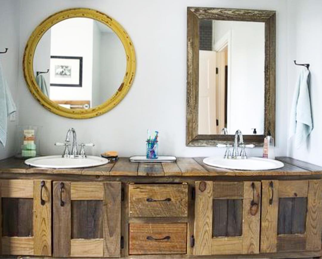 Old Fashion Wooden Sink And Mirror Used To Decorate Bathroom