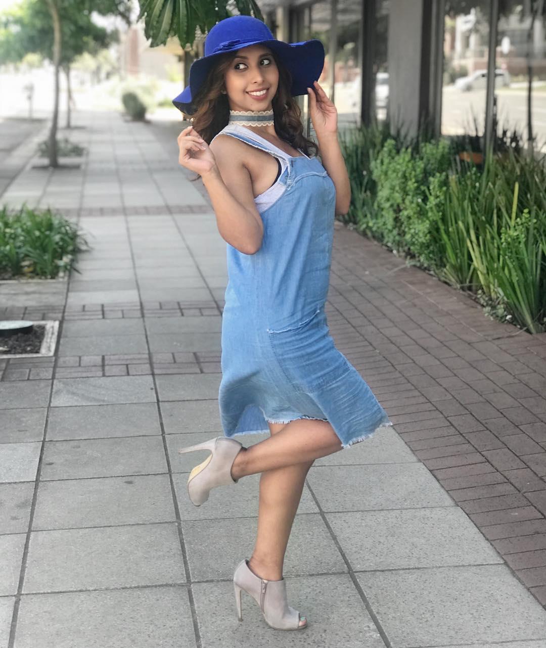 Pretty Street Style Denim Dress With High Heels