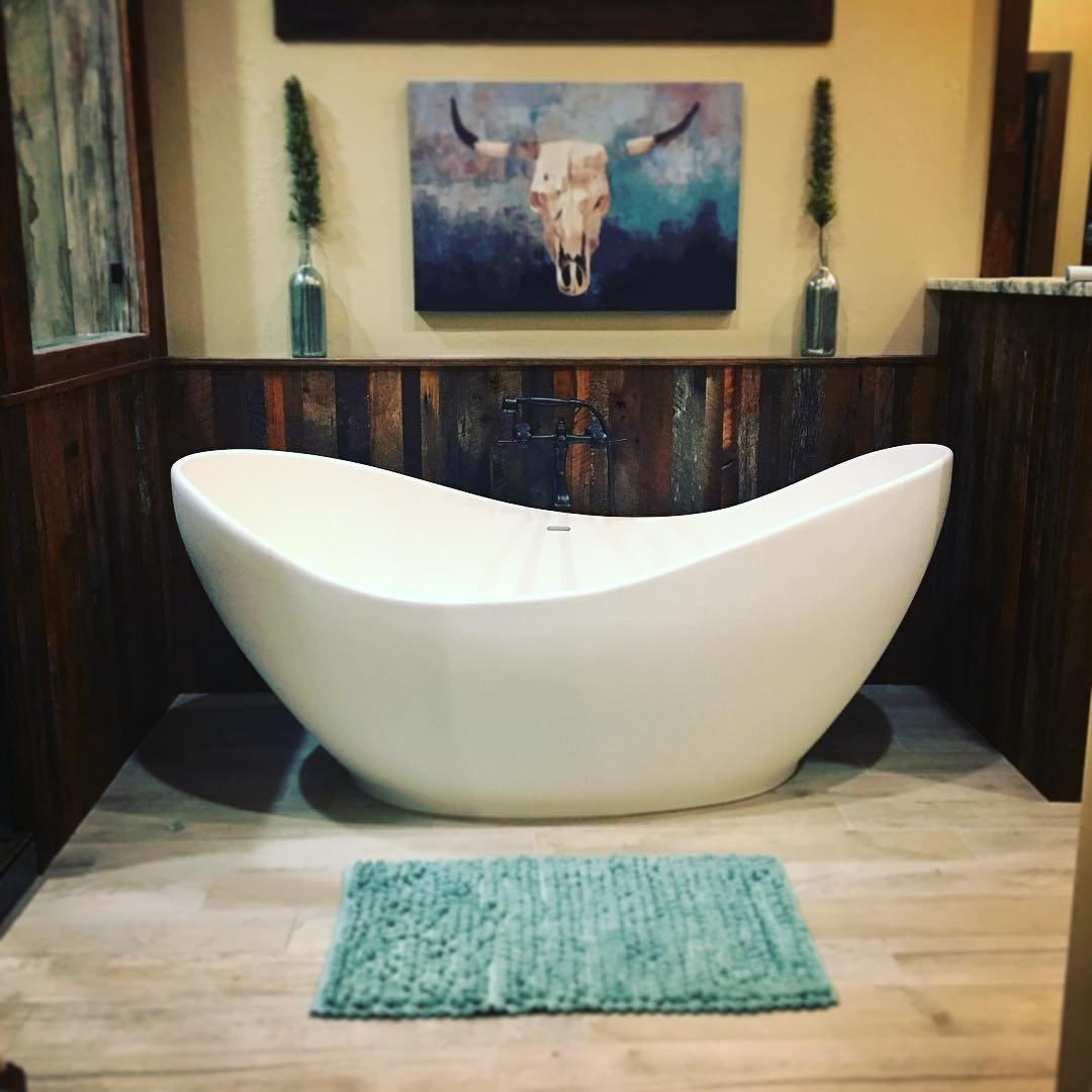 Soaker Tub With Barn Wood Wall