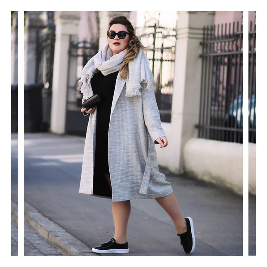 Trendy Oversize Sweater With Sneakers