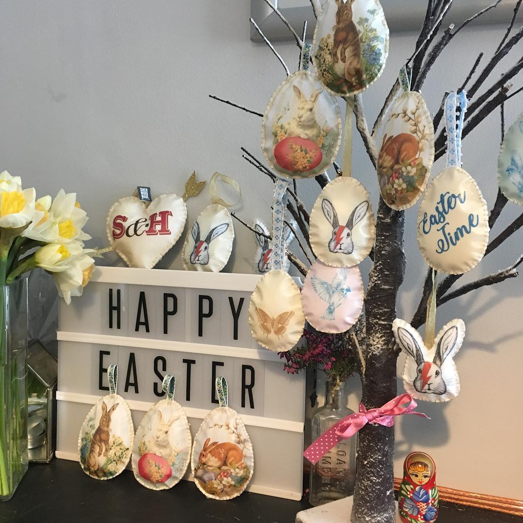 Amazing Vintage Style Easter Tree With Bowie Bunnies