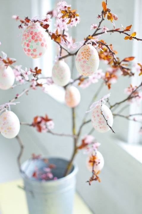 Awesome Easter Tree With Beautifully Decorated Eggs