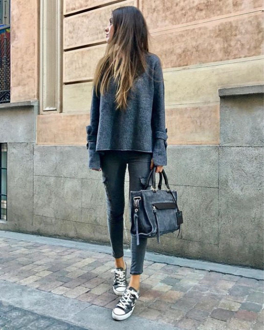 Dashing Ankle Length Jeans With Grey Top And Sneakers
