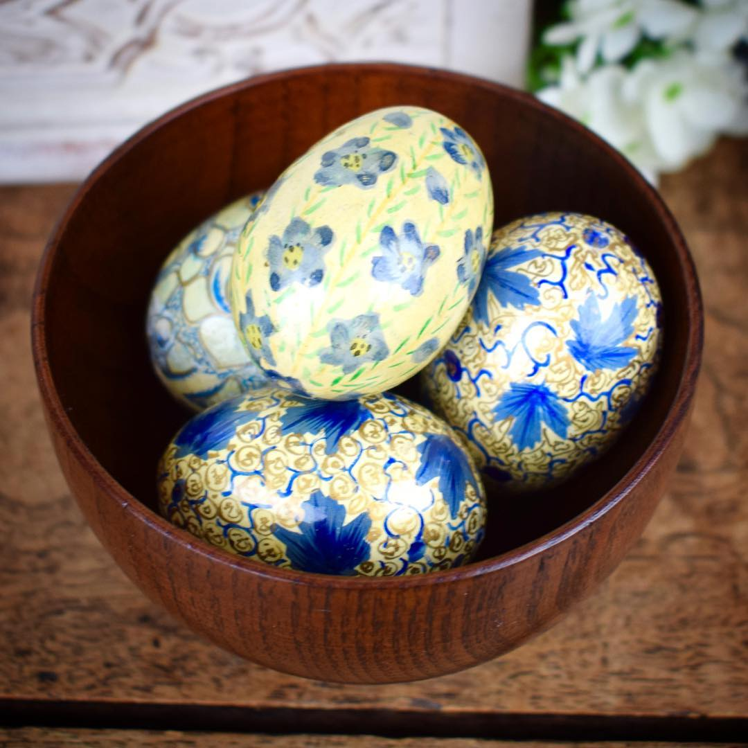 Easy Vintage Spring Egg Decor