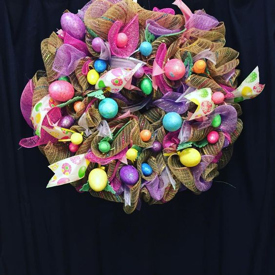 Fantastic Netted Wreath With Eggs And Ribbon