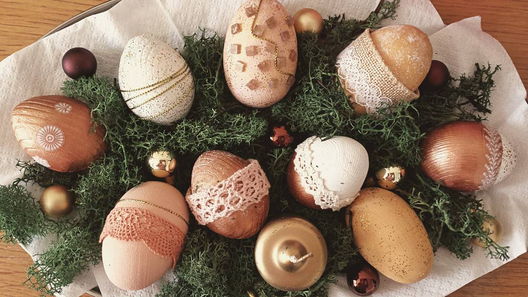 Innovative Eggs Are Decorated With Lace