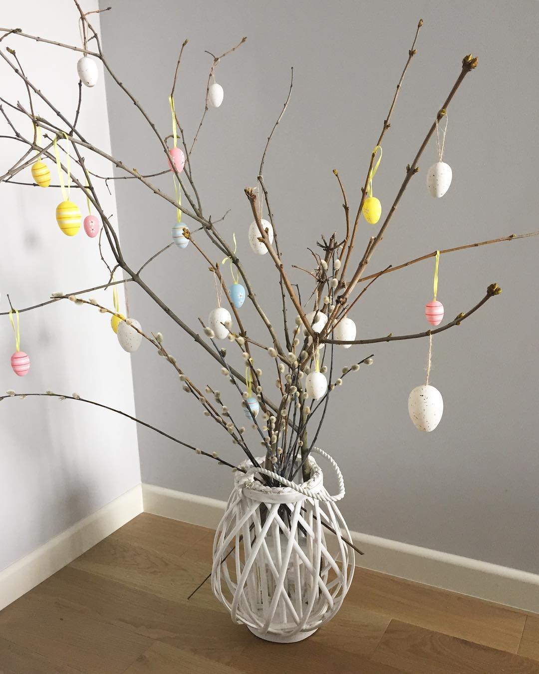 Pretty Easter Tree To Decor Your Home