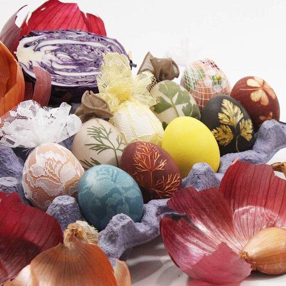 Pretty Natural Dye Easter Egg Decoration Idea