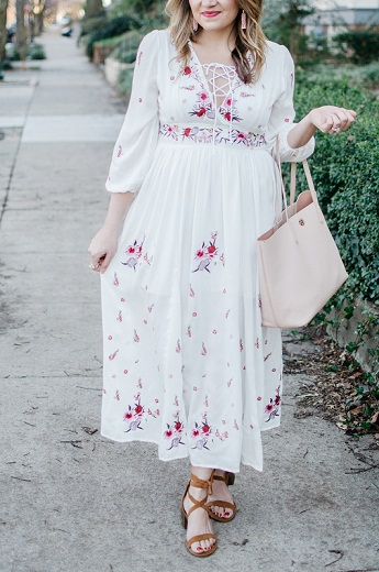 Sassy White Floral Print Spring Dress Paired With Brown Sandals For Plus Size