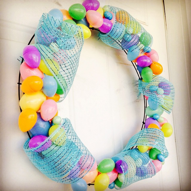 Simple Artificial Colored Eggs Easter Wreath