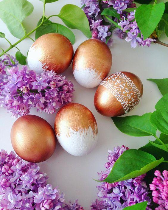 Superb Golden & White Easter Egg Decor