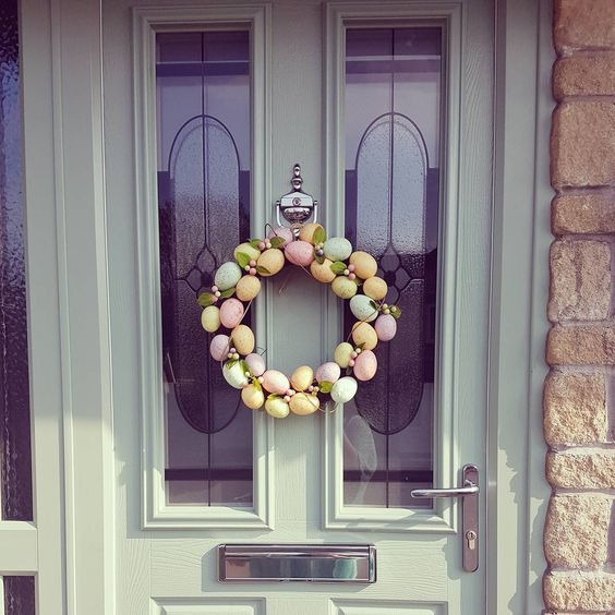 Wonderful Well Organized Wreath For Easter To Decorate Your Door