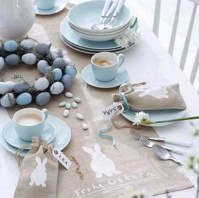 Aqua Easter Table Decor Idea