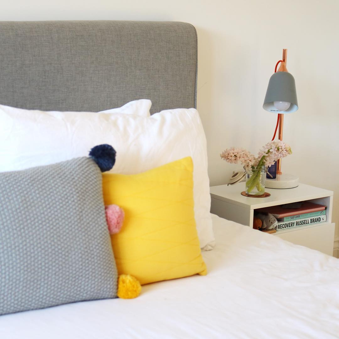 Dashing Colorful Pillows With Fresh Flowers