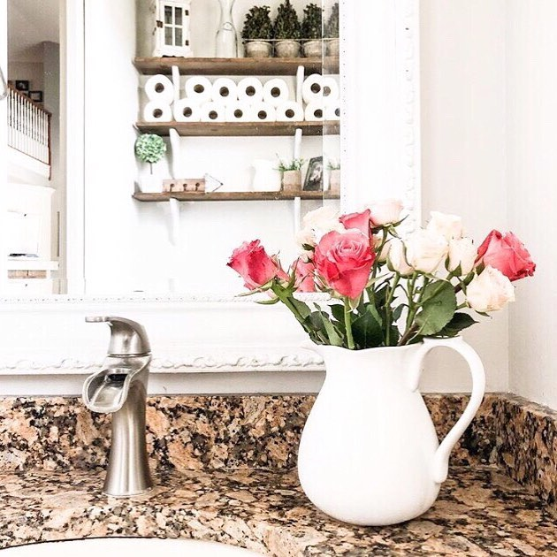 Gorgeous Roses In The Pitcher To Decorate Your Bathroom
