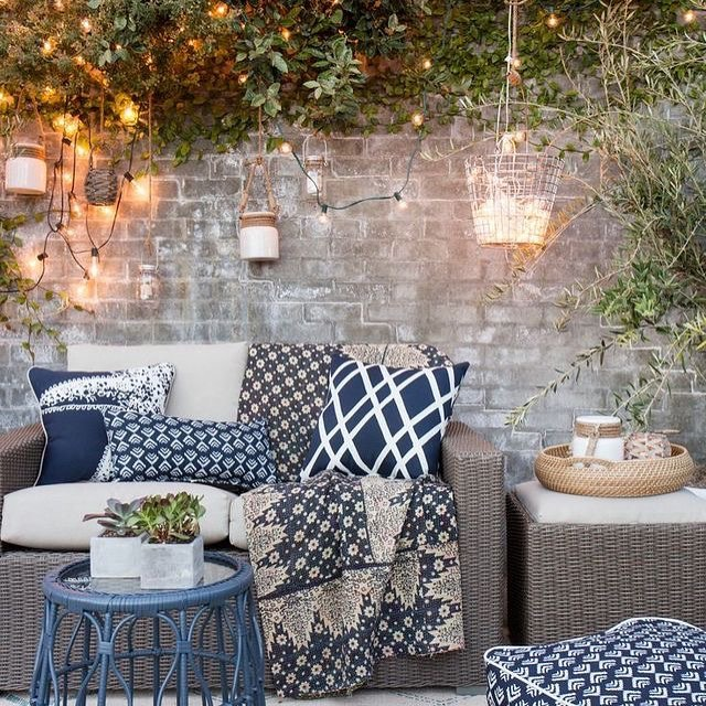 Ravishing Blue And White Summer Outdoor Decor Idea