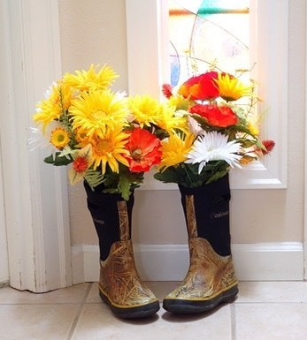 Unique Way To Use Rain Boots As Flower Vase To Decor Home In Summers