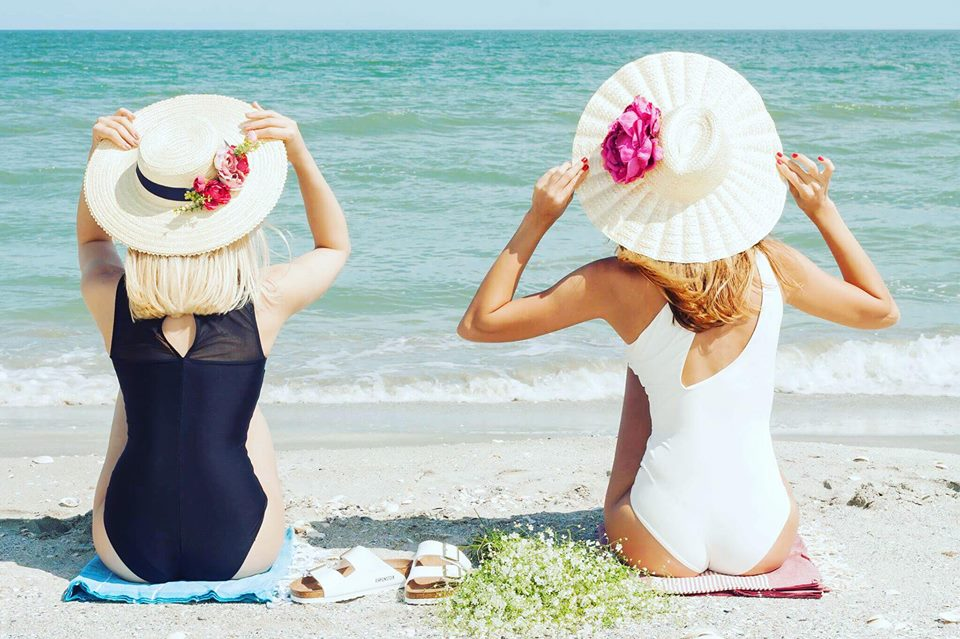 Wonderful White Sun Hat With Flowers
