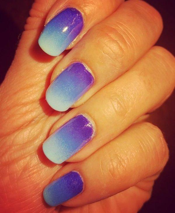 Blue Shaded Nails