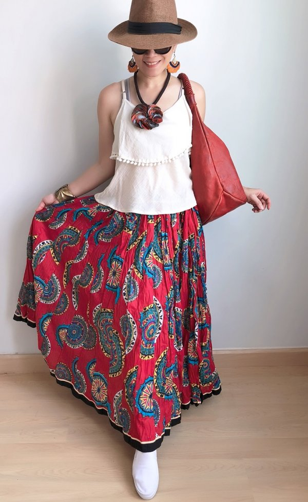Comfy Hippie Style Long Skirt, White Top And Hat