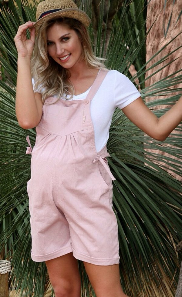 Dashing Overalls With Hat For Pregnant Women