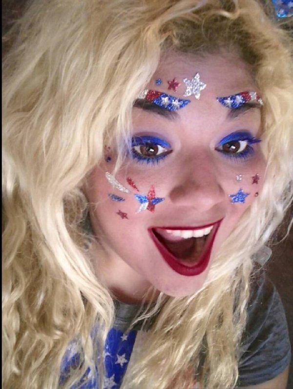 Innovative Glittery Face Makeup Idea