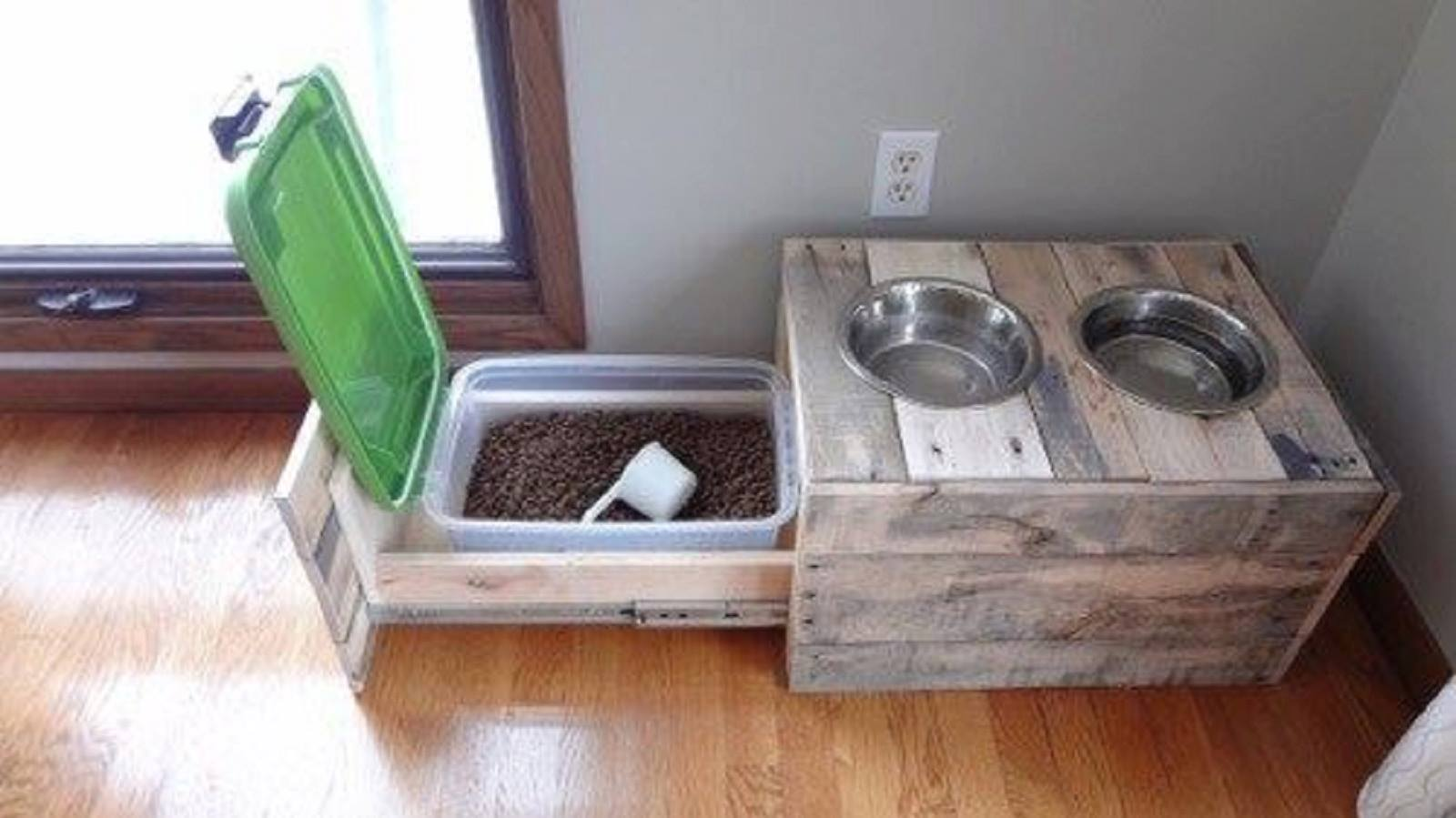 Pallet Stand With Dog Bowl