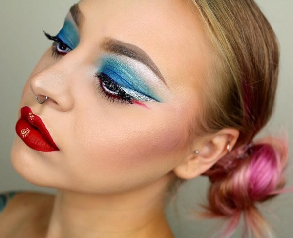 Sassy Blue, Red And White Makeup Idea