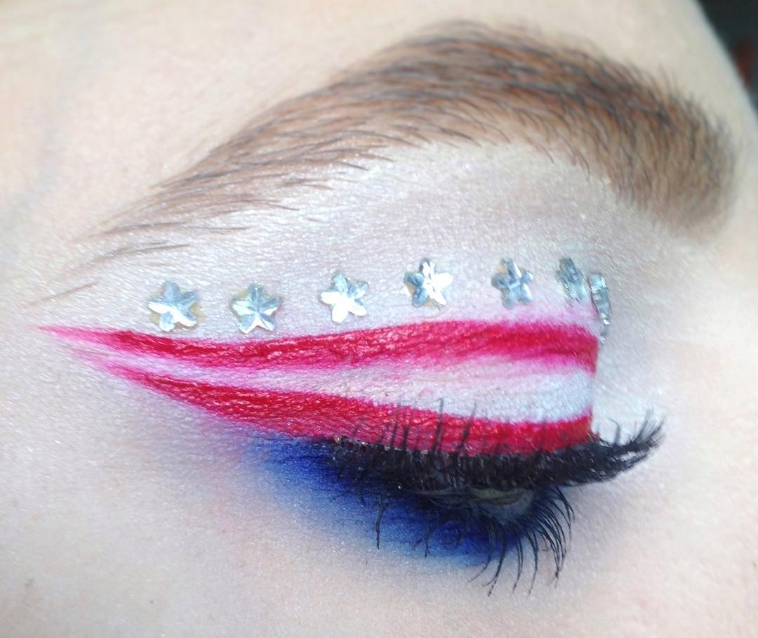 Winged Liner For Patriotic Day