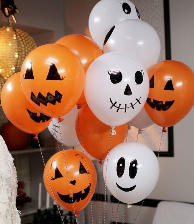Absolutely Chic White And Orange Halloween Party Decor Balloons Bouquet