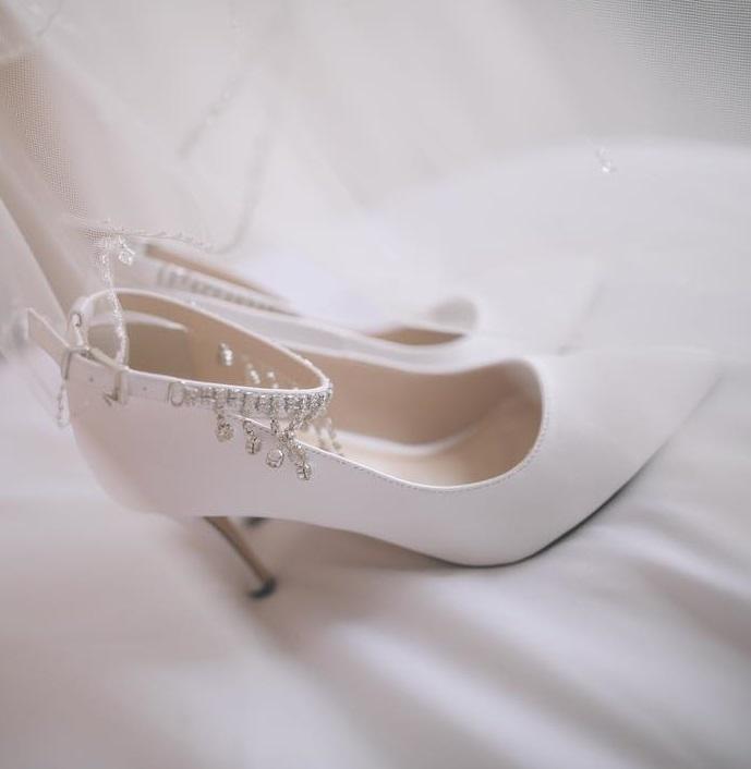 Amazing White Wedding Shoes With Embellished