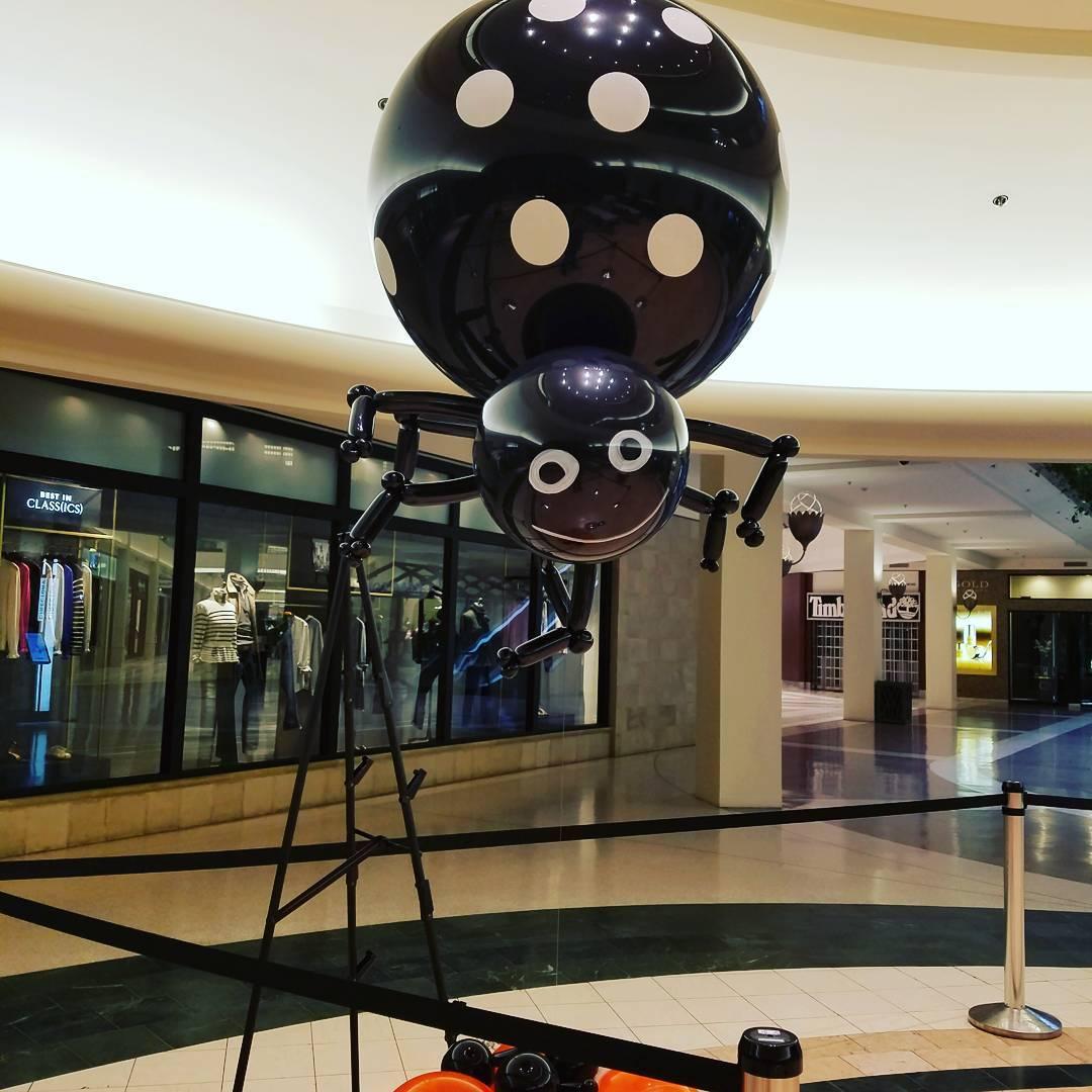 Big Spider Balloon At Mall