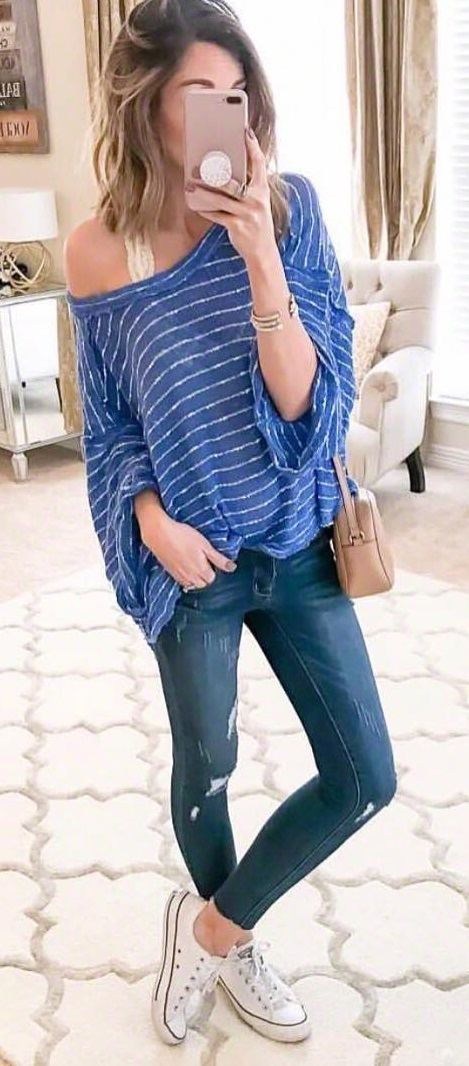 Blue Stripes Oversized Top, Skinny Jeans And White Sneakers