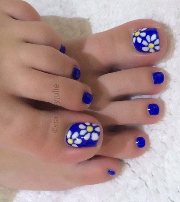 Blue Summer Pedicure With Flower