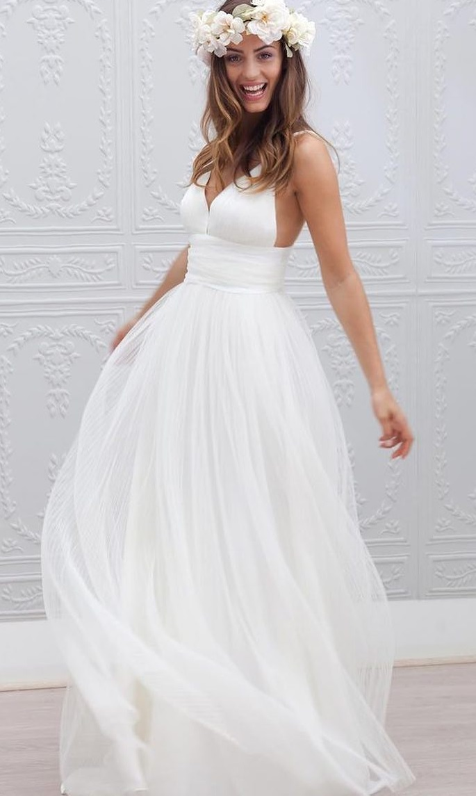 Charismatic V-Neck Fluffy Bridal Gown With Flower Crown