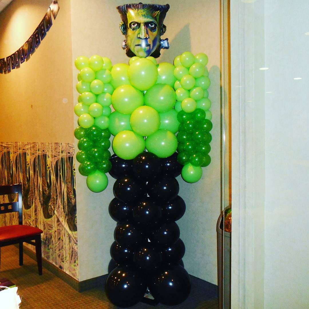 Chic Frankensteins Monster With Green And Black Balloons Halloween Party Decor