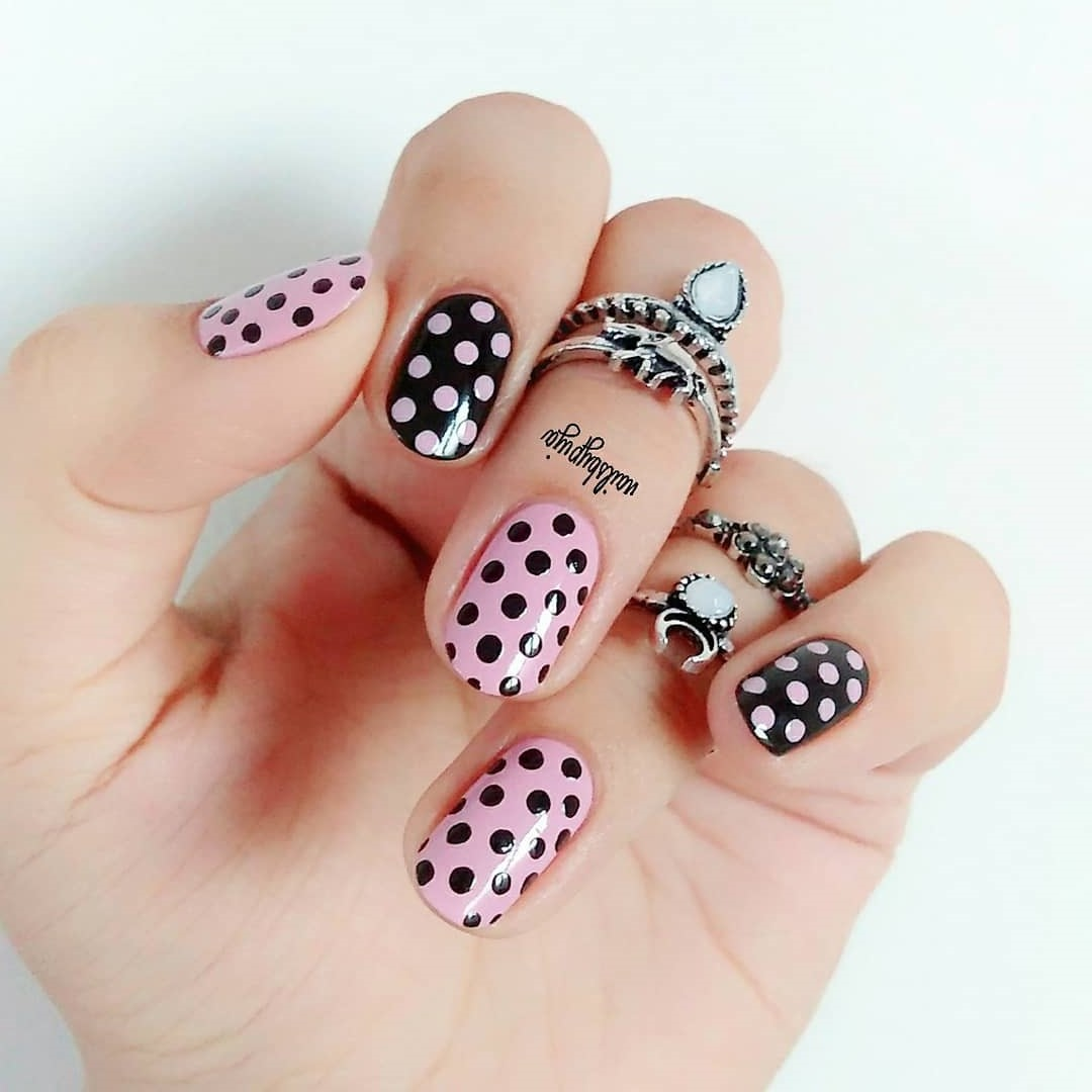 Chic Pink And Black Polka Dots Nails